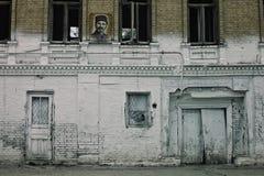 Bâtiment abandonné dans la ville antique profondément dans le désert de l'état ex de l'Union Soviétique photos libres de droits