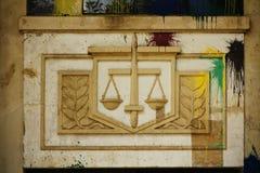Bâtiment abandonné et de peinture-balled de cour image libre de droits