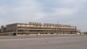 Bâtiment abandonné par aéroport Photographie stock libre de droits