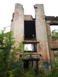 Bâtiment abandonné sans toit et fenêtres Images libres de droits