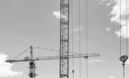Bâtiment avec des grues Photo stock