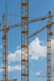 Bâtiment avec des grues Image stock