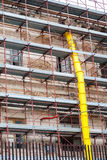 Bâtiment avec l'échafaudage sous la rénovation allante Photographie stock libre de droits