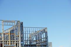 Bâtiment avec le cadre en acier Image libre de droits