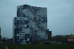Bâtiment avec les tuiles blanches et bleues ou le bâtiment de toilette chez l'Uithof photo libre de droits