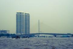 Bâtiment ayant beaucoup d'étages, Bangkok, Thaïlande photos stock