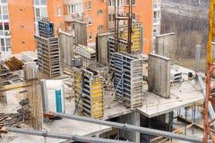 Bâtiment ayant beaucoup d'étages commercial en construction Photo stock