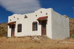 Bâtiment blanc de Delapidated Image libre de droits