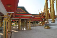 Bâtiment bouddhiste d'architecture dans le nonthaburi buakwan Thaïlande de wat de temple Images libres de droits