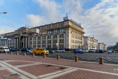 Bâtiment central de bureau de poste sur l'avenue de l'indépendance à Minsk belarus image stock