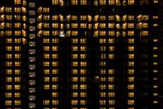 Bâtiment chaud de lumière de nuit Photos stock