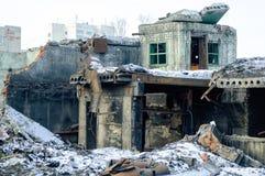 Bâtiment démoli d'usine dans Tyumen Photo stock