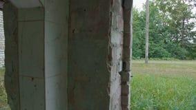Bâtiment détruit et abandonné, point de vue banque de vidéos