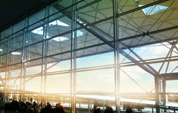 Bâtiment d'aéroport de Stansted, zone de départ Images libres de droits