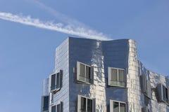 Bâtiment d'abrégé sur ciel bleu Photos stock