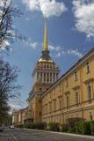 Bâtiment d'Amirauté au centre de St Petersburg, Russie Photos libres de droits