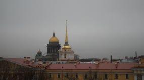Bâtiment d'Amirauté de photo et cathédrale de ` s de St Isaac Photographie stock