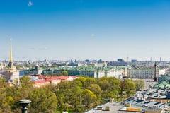Bâtiment d'Amirauté et place de palais St Petersburg Photo stock