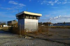 Bâtiment d'axe d'air dans le temps d'automne Image stock