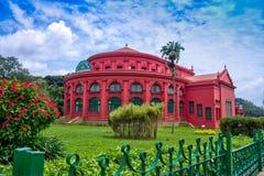 Bâtiment d'héritage de bibliothèque centrale d'état en parc de Bangalore Cubbon Image stock
