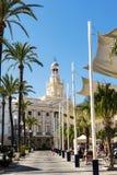 Bâtiment d'hôtel de ville à Cadix images libres de droits