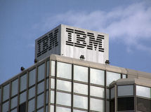 Bâtiment d'IBM dans des lettres d'Amsterdam sur le dessus Photos libres de droits