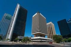Bâtiment d'IBM entouré par les bâtiments à haute densité Image libre de droits