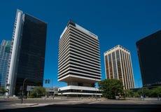 Bâtiment d'IBM entouré par les bâtiments à haute densité Photographie stock
