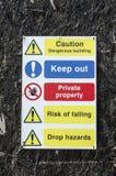 Bâtiment dangereux de précaution photo stock