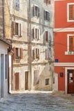 Bâtiment dans la petite ville Motovun sur la péninsule d'Istria en Croatie images libres de droits