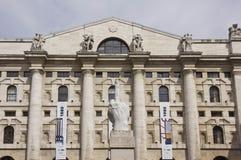 Bâtiment de bourse des valeurs dans Piazza Affari, Milan Photographie stock