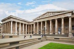 Bâtiment de British Museum avec des personnes à Londres Photos libres de droits