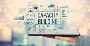 Bâtiment de capacité avec la tablette image stock