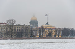 Bâtiment de cathédrale et d'Amirauté du ` s de St Isaac dans le St Petersbourg Photos libres de droits