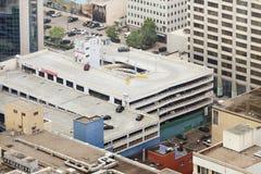 Bâtiment de garage au centre d'affaires du V aérien Image stock
