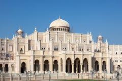 Bâtiment de gouvernement dans la ville du Charjah Image stock