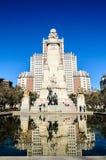 Bâtiment de l'Espagne et statue de don Quichotte Photo stock