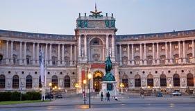 Bâtiment de la bibliothèque de Vienne - de Nacional dans le crépuscule de matin Photos stock