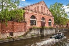 Bâtiment de la grange &#x28 de forêt ; warehouse&#x29 ; de Kronstadt Amirauté photographie stock libre de droits