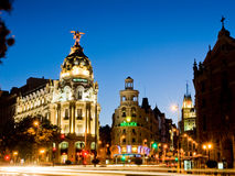 Bâtiment de métropole à Madrid la nuit Photographie stock libre de droits