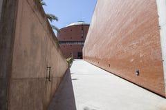 Bâtiment de musée de MEIAC, rampe d'entrée Photographie stock