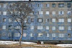 Bâtiment de période de temps de Mourmansk Hruschev Photographie stock libre de droits