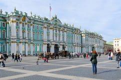 Bâtiment de palais d'hiver de musée d'ermitage d'état, place de palais, St Petersbourg, Russie Photos libres de droits