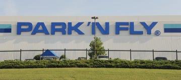 Bâtiment de parc et de mouche, aéroport de Nashville TN Photographie stock libre de droits