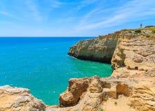 Bâtiment de phare sur la falaise Photographie stock libre de droits