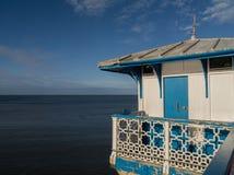 Bâtiment de pilier de bord de la mer Images stock