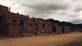 Bâtiment de pueblo de natif américain banque de vidéos