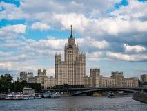 Bâtiment de remblai de Kotelnicheskaya photographie stock libre de droits