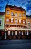 Bâtiment de rue de Sibiu Roumanie Image stock
