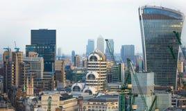 Bâtiment de talkie - walkie et opérations bancaires de Canary Wharf et aria de bureau au fond Londres, R-U Image libre de droits